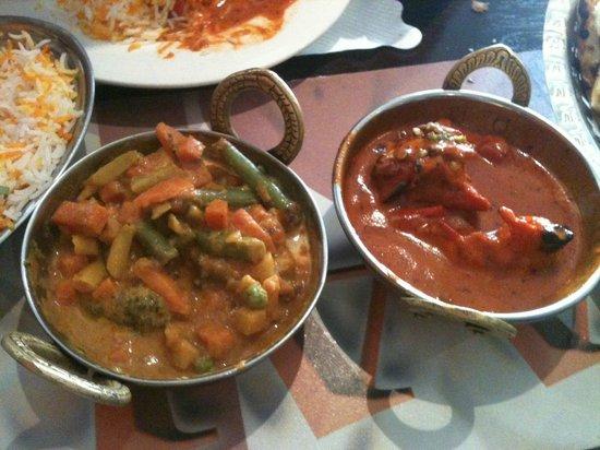 AAJ India Cafe & Restaurant: Veggies Jalfrezi & Butter Chicken
