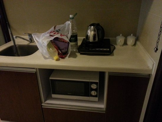 Nomo Grand Continental Service Apartment: Pantry in the room. They induction cooker but no pan, electric kettle and microwave