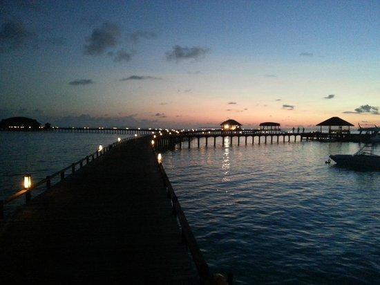 The Sun Siyam Iru Fushi Maldives: Pier evening scenery
