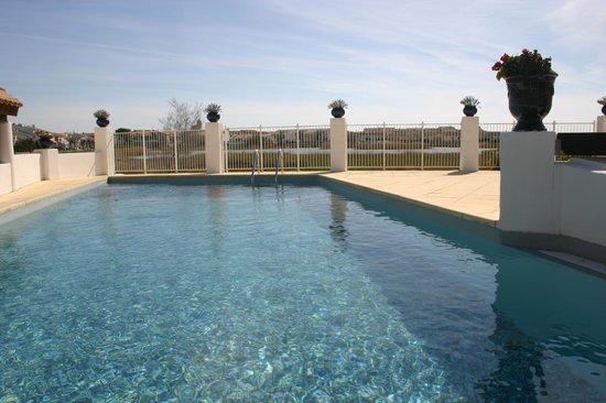Le Maset : piscine avec vue