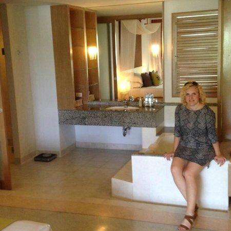 Pakasai Resort : Open bathroom with tub
