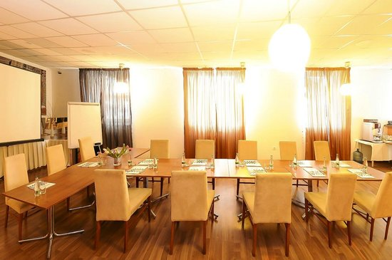 Hotel Color: meeting room
