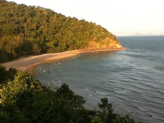Mu Koh Lanta National Park: The southern beach from the lighthouse