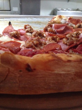 Jo Jo's Pizza Kitchen: Pepperoni, sausage, and can bacon! ��