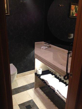 Istanbul Gonen Hotel: Nice fixtures & plenty of towels