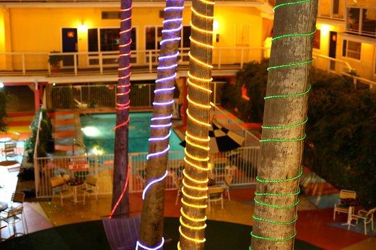 Hotel Del Sol, a Joie de Vivre hotel: night time center court