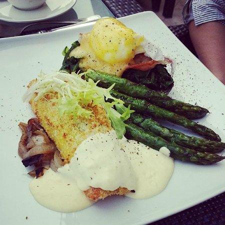 Raffles Dubai: Chef Samson delicious Coconut Salmon for breakfast at Azur