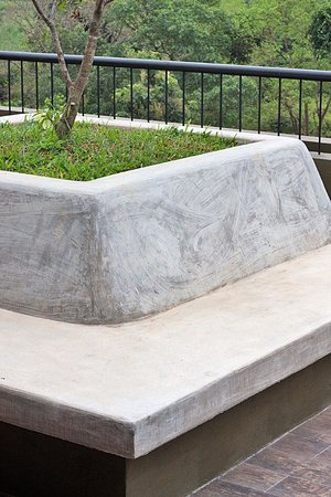 Kalu's Hideaway: Concrete bench on the roof