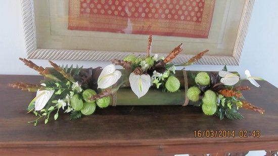 Grand Hyatt Bali: flower arrangement at the lobby