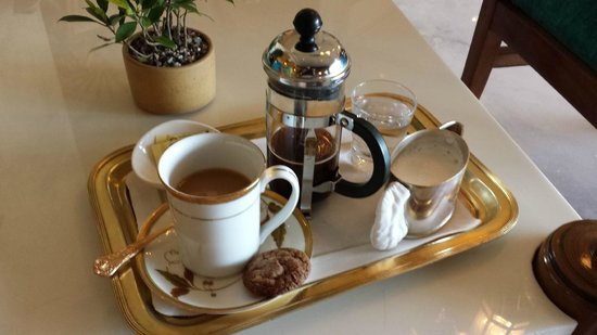Taj Diplomatic Enclave, New Delhi: Coffee in Tea Lounge