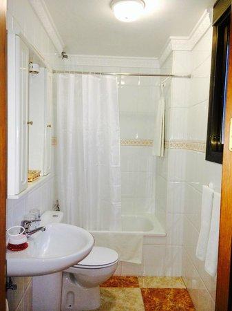Hotel Virgen de los Reyes: Baño