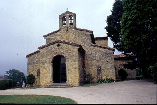 Iglesia de San Julian de los Prados