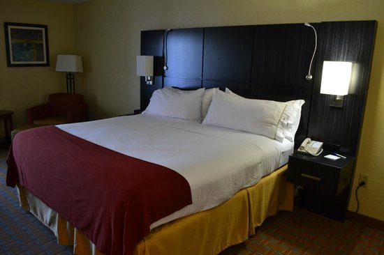 Holiday Inn Express Hotel & Suites Ft Lauderdale - Plantation : very very very comfy bed. I just loved it.