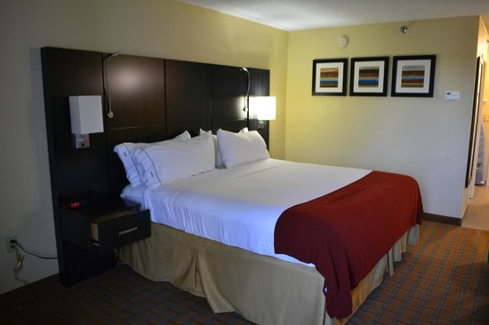 Holiday Inn Express Hotel & Suites Ft Lauderdale - Plantation: high, firm and still comfortable