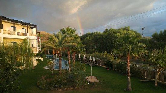 Atrium Palace Thalasso Spa Resort & Villas : в октябре рано утром был дождик
