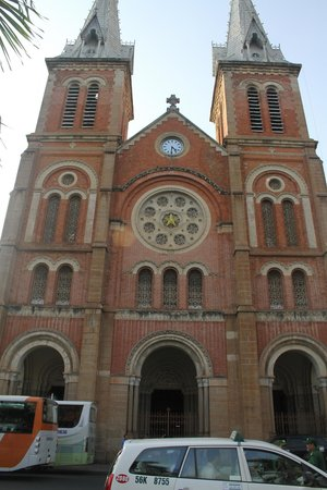 Saigon Notre Dame Cathedral : front entry