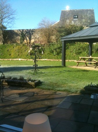 Battlesteads Hotel: View of the rear walled garden