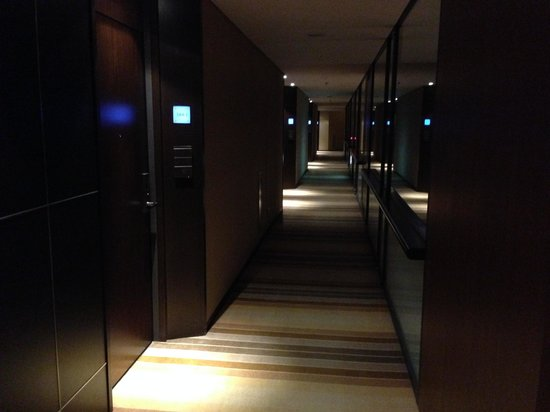 The Strings by InterContinental Tokyo : 客室フロアの廊下2