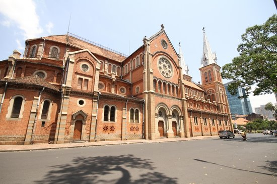Saigon Notre Dame Cathedral : side street view