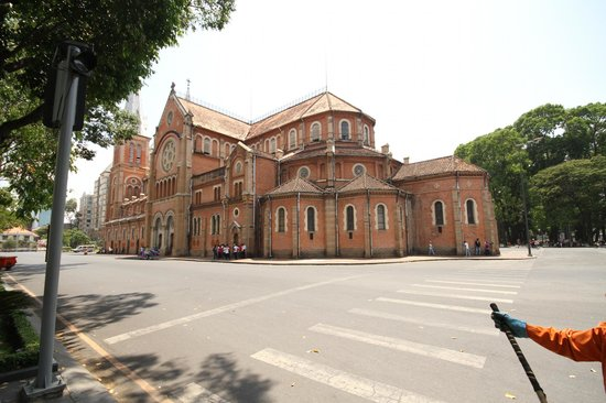 Saigon Notre Dame Cathedral : from across the road