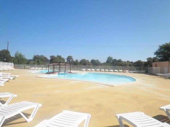 Residence Les Portes des Cevennes : la piscine extérieure