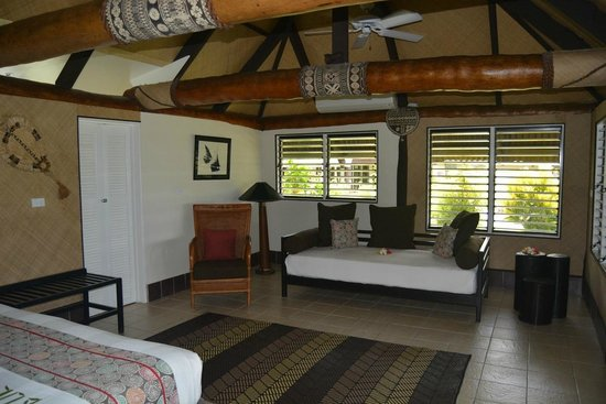 Musket Cove Island Resort : Beach bungalow interior