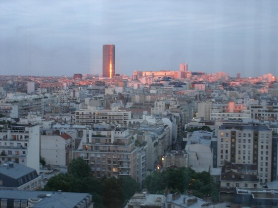 Adagio Paris Tour Eiffel : View of the city around sunset
