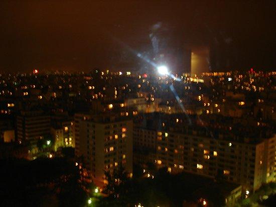 Adagio Paris Tour Eiffel : View of city at night