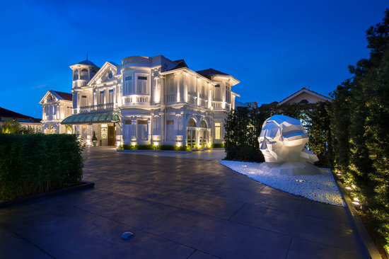 The Den - Macalister Mansion