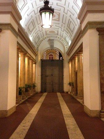 Amaranto Romano: ingresso palazzo