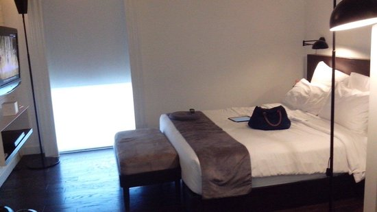Morrissey Hotel Residences : The bed