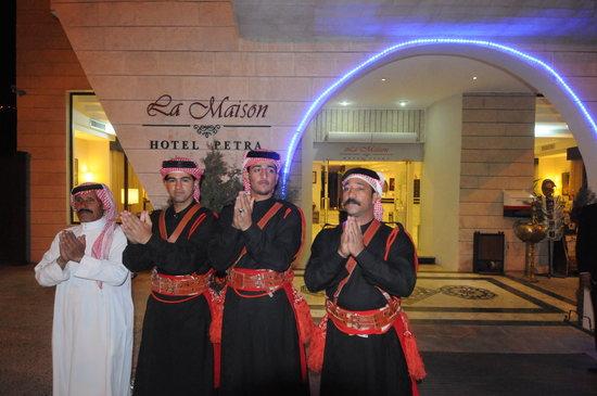 La Maison Hotel Petra: Folkloric Show