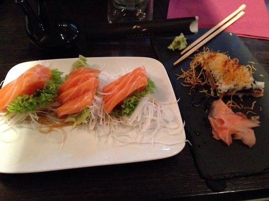 Yokohama Flavour Journey Cuisine: Sashimi di salmone e triangolino salmone Philadelphia e avocado
