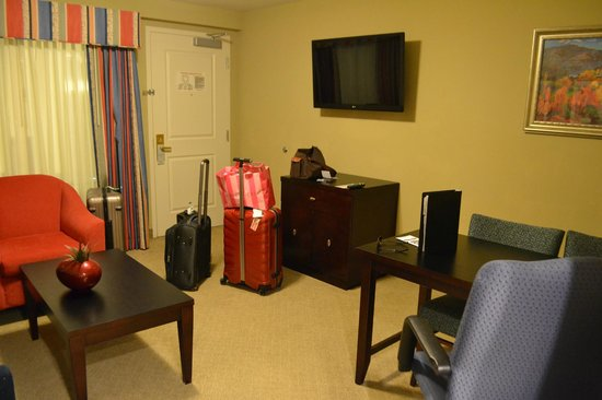 Embassy Suites by Hilton Fort Myers - Estero: two tvs (one is in the bedroom) and a dining area