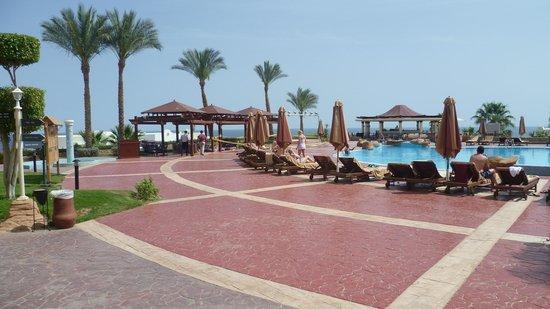 Renaissance Sharm El Sheikh Golden View Beach Resort : Upper Pool Terrace