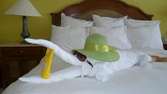 Renaissance Sharm El Sheikh Golden View Beach Resort : Towel Origami