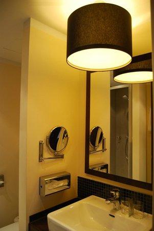 Leonardo Hotel Berlin: bagno
