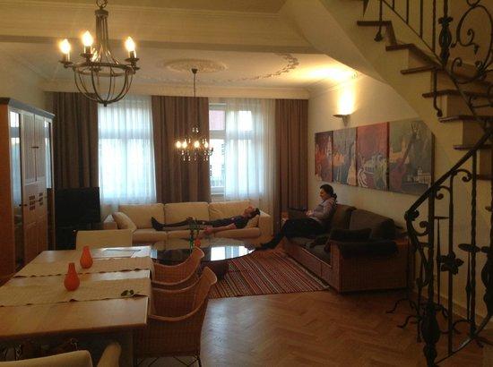 Pica Paca Hotel: Гостиная на 1-ом этаже номера