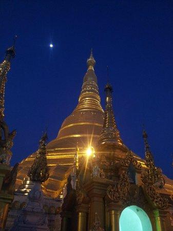 Pagode Shwedagon : Shwedagon in the evening