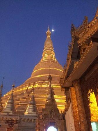 Pagode Shwedagon : Shwedagon at twilight