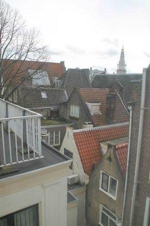 Hotel 83 Amsterdam: la veduta dei tetti dalla finestra della stanza