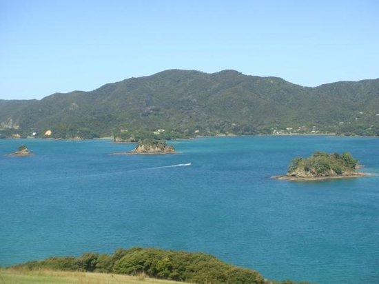 Paihia Pacific Resort Hotel: View from top of some island you stop at on hole in rock trip