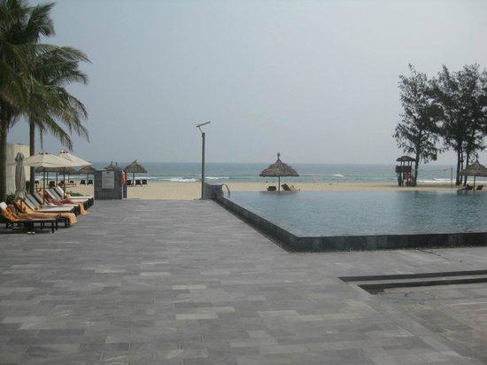 Pullman Danang Beach Resort: Pool and beach