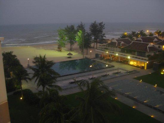 Pullman Danang Beach Resort: Pool and beach at dusk