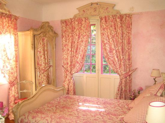 Villa La Croix Basque : Chambre Cocotte avec salle de bains et wc attenants, donnant directement sur le jardin