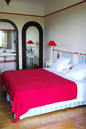 Villa La Croix Basque : Chambre Edouard (chambre familiale) avec coin toilette, salle d'eau et wc sur le palier, et son