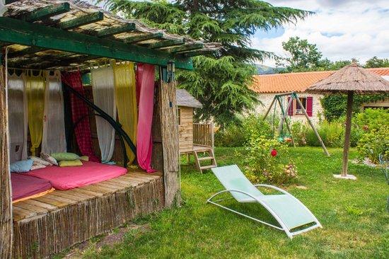 jardin avec espace d tente picture of mas du canigou prades tripadvisor. Black Bedroom Furniture Sets. Home Design Ideas