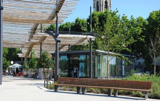Office de Tourisme et des Congrès de Nîmes : Office de Tourisme Pavillon de l'Esplanade Charles de Gaulle