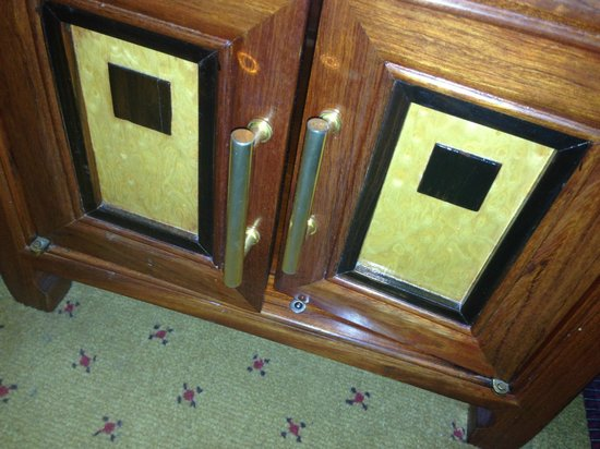 Grange Holborn Hotel: broken unusable furniture