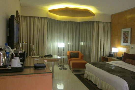 Lagos Continental Hotel : Well-lighted room